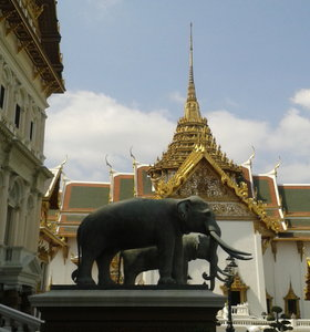 4 more reasons why you should visit Thailand. Like for example temples.