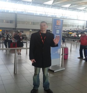 200 days Abroad. Saying goodbye at Schiphol Airport